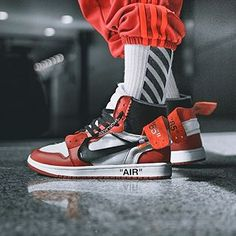 the latest 54f04 4825c LINK IN BIO Best look at  Virgilabloh s Off White x Air Jordan 1  collaboration on