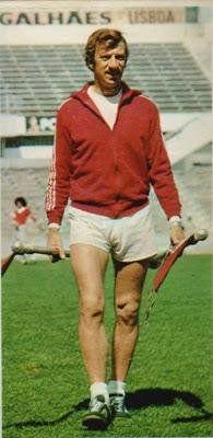 SLB - John Mortimore: de 1976 a 1979 e 1985 a 1987, 203 J, 140 V 41 E 22 D, 2 camp., 2 T. Portugal, 1 Supertaça
