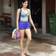 Janhvi Kapoor is one of the most talked about star kids of Bollywood. Apart from her films, Janhvi is known for her fashion sense too. Her trendy gym attires always grab attention. Today, let's take a look at the Dhadak actress' gym looks. Indian Actress Photos, Bollywood Actress Hot Photos, Bollywood Girls, Beautiful Bollywood Actress, Bollywood Celebrities, Indian Actresses, Bollywood Images, Bollywood Stars, Beautiful Girl Indian
