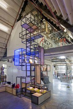 "Kuub - Nike Sportswear, ""truss modular system"", pinned by Ton van der Veer Stand Design, Display Design, Booth Design, Retail Interior, Interior Exterior, Interior Architecture, Truss Structure, Exhibition Display, Environmental Design"