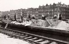 1937 - 1940. Construction workers deposit concrete for the foundation of the new Muiderpoortstation in Amsterdam-Oost. In the background, from left to right, the entrances to the Celebesstraat, Eerste Atjehstraat, Balistraat and Javastraat. Photo Beeldbank Amsterdam. #amsterdam #1940 #Muiderpoortstation