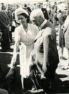 "My mom took this photo in 1947 during Queen Elizabeth's tour of South Africa. It shows Field Marshall Smuts introducing her to some'Oud-Stryders"" of the ABW Armed Conflict, Great Leaders, African History, British Royals, Cape Town, Queen Elizabeth, Over The Years, South Africa, Fun Facts"