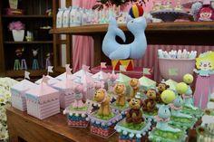 caixas de acrílico com bichinhos de biscuit para festa de circo menina . doutorasdafesta.blogspot.com.br