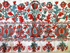 Predkreslená výšivka zo ženskej pôlky. Okolie Prievidze, polovica 19.st. (Slovakia) - Embroidery from Prievidza region, mid-19th c.