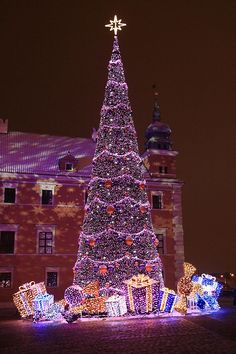 Purple Christmas Tree in Warszawa, Mazowsze, Poland! Christmas In The City, Purple Christmas, Beautiful Christmas Trees, Christmas Scenes, Noel Christmas, Outdoor Christmas, Winter Christmas, All Things Christmas, Coastal Christmas