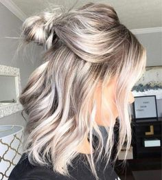 blond hair for short to medium length hair - # hairstyle trends - # Check more at. blond hair for short to medium length hair - . Ash Blonde Hair Dye, Blonde Hair Extensions, Light Ash Blonde, Wavy Hair, Blonde Shades, Cool Blonde Hair, Blonde Color, Short Hair In Ponytail, Colored Hair