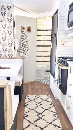 Impressive Airstream Interior Design Ideas To Try 31 Remodeling Mobile Homes, Home Remodeling, Bathroom Remodeling, Remodel Caravane, Camper Bathroom, Old Home Remodel, Airstream Interior, Small Campers, Diy Bathroom Remodel
