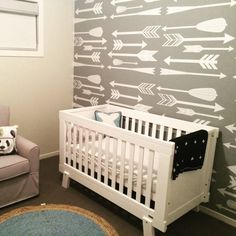 Modern decal patterns are such a great way to decorate your nursery! ‪#danadecals