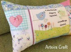 Capa de Travesseirinho Alice - Arteira Craft