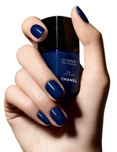 Lac de unghii in culoarea lunii: albastru inchis #Chanel http://www.andreearaicu.ro