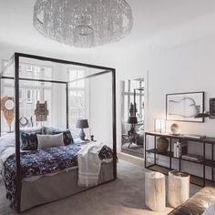 Vackert sovrum i lägenheten som är till salu via @alexanderwhitesthlm och ligger på Engelbrektsgatan. Sängen är ju väldigt härlig 👌🏼#sovrum #inredning #interior4all #interior123 #interiorinspo #hem #heminredning #interiordesign #interiordecoration #deco #myhome #myhouse #inredningsdetalj #finahem #mitthem #interior #interiör #design #inspiration #homedecor #interiors #dagensinterior #interiorforyou #inredningstips #nordiskehjem #mitthem #hemnet