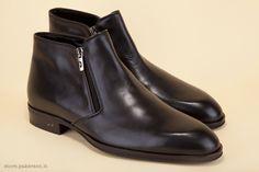 Handmade black ankle boots in genuine calf leather. - Stivaletti neri artigianali realizzati in vera pelle di vitello.