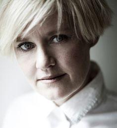 """Stine Askov (1976) er uddannet pædagog og debuterer i 2012 med romanen """"Bid"""".        Fotograf: Linda Hansen, 2012 i forbindelse med udgivelsen af bogen """"Bid""""."""