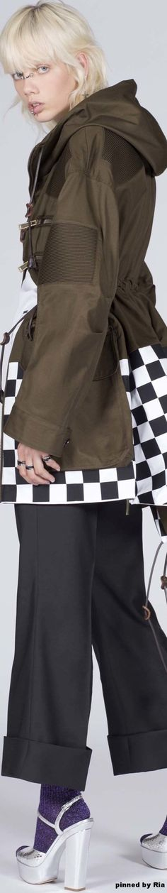 Resort 2017 l Ria Runway Fashion Looks, Fashion 2017, World Of Fashion, Her Style, Cool Style, Military Fashion, Military Style, Resort 2017, Classy Chic