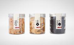 行好湾 Chinese New Year Packaging on Packaging of the World - Creative Package Design Gallery Biscuits Packaging, Cake Packaging, Food Packaging Design, Bottle Packaging, Packaging Design Inspiration, Brand Packaging, Packaging Ideas, Chinese New Year Cookies, New Years Cookies