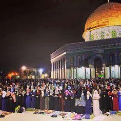 Ramadan |Muslims Praying in Jerusalem