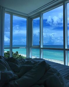 looove Apartment View, Dream Apartment, Aesthetic Bedroom, Aesthetic Girl, Window View, Travel Aesthetic, Summer Aesthetic, Dream Rooms, Aesthetic Pictures