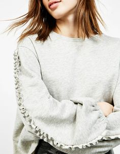 Bershka Denmark - Sweater with micro-frilled sleeves