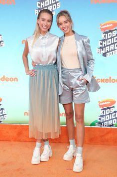 Kids' Choice Awards Fashion See The Best Dressed Stars – Hollywood Life Kids Choice Award, Choice Awards, Daniella Perkins, Lisa Or Lena, Orange Carpet, Lilly Singh, Candace Cameron Bure, Yellow Gown, Orange Pants