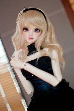 from Chinese friend Lullaby Poem Doll model: Gabriel (Angell Studio) she's really beautiful, much more beauty than the pics shows in the official website, I mean really ! (Don't hit me, boss TAT)