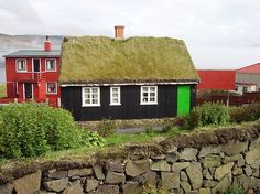 Green Roof: Old style Faroese House in Sandur - Faroe Islands ny Eileen Sanda #Green_Roof #Eileen_Sanda