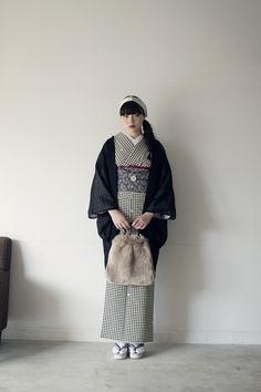Kimono Outfit, Kimono Fashion, Fashion Outfits, Japanese Costume, Japanese Kimono, Japanese Outfits, Japanese Fashion, Modern Kimono, Black Kimono