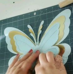 Paper Flowers Craft, Paper Flower Wall, Giant Paper Flowers, Diy Flowers, Paper Crafts, Diy Crafts Hacks, Diy Crafts For Gifts, Butterfly Crafts, Flower Crafts
