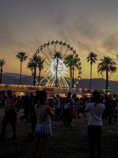 Ferris Wheel at Coachella - Music Festivals Coachella Festival, Festival Outfits, Music Festivals, Concerts, Festival Photography, Ferris Wheels, Dope Art, Social Events, Adventurer