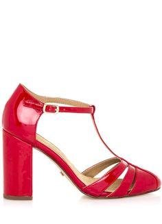 Lesklé krásky! Tohle je láska na první pohled! Červené sandálky na vyšším podpatku od šik španělské značky Maria Mare musíte mít! Decentní pásek...