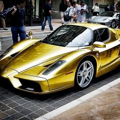 Sexy Golden Enzo!! Bling bling!