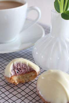 Blåbärsbiskvier by karin Pastry Recipes, Baking Recipes, Cookie Recipes, No Bake Desserts, Dessert Recipes, Donuts, Sweet Little Things, How Sweet Eats, Chocolate Desserts