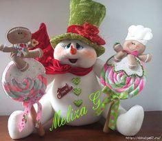 Cute snowman and gingerbreads! Cute Snowman, Snowman Crafts, Felt Crafts, Diy And Crafts, Snowmen, Sock Snowman, Merry Christmas, Felt Christmas, Christmas Snowman
