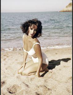 Les actrices brunes les plus belles du monde Liz Taylor
