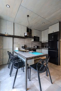 Será que uma paleta com cores escuras, principalmente o preto, pode dar certo em um apartamento pequeno? Quem acompanha nosso blog sabe que cores como o pr
