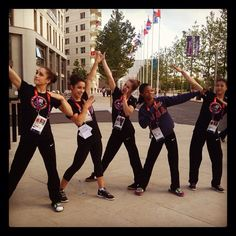 Photo of The Fab Five Usain Bolt Pose for fans of Jordyn Wieber 31750799 Team Usa Gymnastics, Olympic Gymnastics, Olympic Games, Gymnastics Things, Gymnastics History, Amazing Gymnastics, Olympic Team, Cheerleading, 2012 Summer Olympics