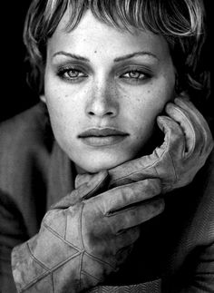 Idée Maquillage 2018 / 2019 : Amber Valletta by Peter Lindbergh 1993 Amber Valletta, Peter Lindbergh, Paolo Roversi, Claudia Schiffer, Cindy Crawford, Jean Paul Goude, Fotografie Portraits, Portrait Photography, Fashion Photography