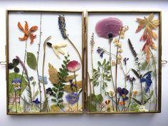 In vtwonen 'Weer verliefd op je huis' aflevering 3 zag je de kleine tuintjes van Judith de Vries voorbijkomen. Je kunt ook zelf een bloemenframe maken.