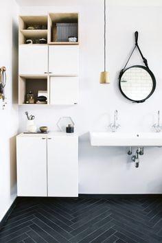 6 Bathrooms With Gorgeous Herringbone Tile Floors, Herringbone Tiles - Bathroom Flooring Ideas Tuile Chevron, Chevron Tile, Black Chevron, Chevron Floor, Diy Bathroom Decor, Bathroom Interior, Home Interior, Bathroom Storage, Interior Decorating