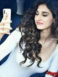 Disha Patani Indian Film Actress, Indian Actresses, Hot Actresses, Beautiful Actresses, Disha Patni, Beauty Around The World, Bollywood Actress Hot, Hair Color For Black Hair, India Beauty