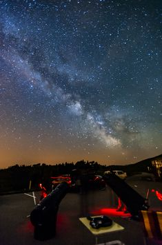 Milchstrasse über Teleskopen / Sterne / Der Himmel / Galerie | Nies.ch Airplane View, Northern Lights, Sky, Nature, Travel, Pictures, Heavens, Darkness, Stars