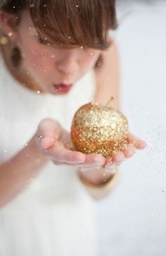 Golden apple - glitter, sparkle and shine