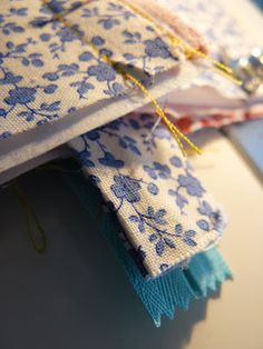 You know the feeling you get when you finish a project you've been lusting after for a long time and it actually came out the way you envi. Large Cosmetic Bag, Sew Bags, Presents, Gift Wrapping, Cosmetics, Tote Bag, Purses, Feelings, Sewing