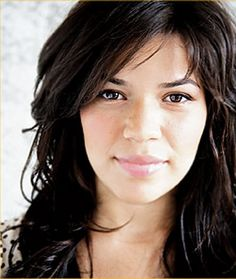 IRL, the actress who plays 'Ugly Betty' (America Ferrera) IS so beautiful and hot that it kind of hurts (ow). Plus she's talented, smart, and takes on great characters. America Ferrera, Pretty People, Beautiful People, Beautiful Women, Amazing People, Beautiful Celebrities, Beautiful Eyes, Ugly Betty, Winter Typ