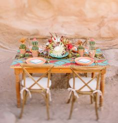 love all the cactus on this tablescape