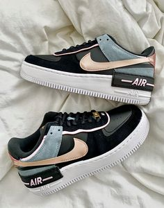 All Nike Shoes, Hype Shoes, Jordan Shoes Girls, Girls Shoes, Cute Sneakers, Sneakers Nike, Air Force Shoes, Swag Shoes, Cute Nikes