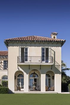 Your all-access pass to the shorefront homes of the Palm Beach glitterati, guided by a local expert.