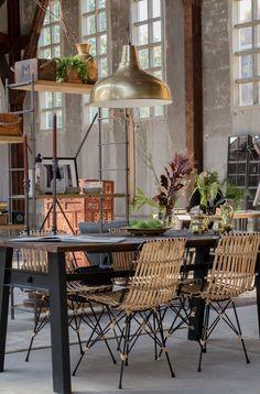 Dutchbone setting- Boer Staphorst | #stoelen #lamp #tafel #planten #dutchbone #hout #kast Bekijk meer van dutchbone op: www.boer-staphorst.nl/dutchbone
