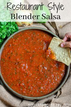Restaurant Style Blender Salsa Tomatoes and jalapeno thrown together with some spices in a blender to make a quick, delicious salsa. This Restaurant Style Blender Salsa is easy to make, and will rival even the best of restaurant salsas! Blender Salsa, Salsa Guacamole, Salsa Dips, Salsa Salsa, Spicy Salsa, Salsa Verde, Appetizer Recipes, Dinner Recipes, Gastronomia