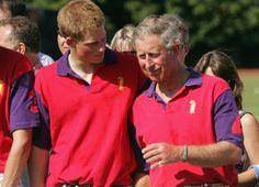 Pin for Later: Comment Harry S'est Transformé de Petit Garçon à Véritable Prince  Le Prince Harry et le Prince Charles ont bien rigolé pendant un match de polo en 2005.