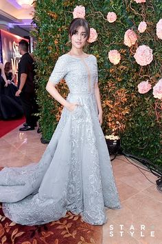 Liza Soberano looked picture perfect in a dress co-designed with Dubai based designer Michael Cinco making her win the Best Dressed Award at Star Magic Ball Well-deserved or not? Star Magic Ball Gowns, Beautiful Gowns, Beautiful Outfits, Gowns Of Elegance Goddesses, Modern Filipiniana Dress, Debut Gowns, Bridal Dresses, Prom Dresses, The Dress